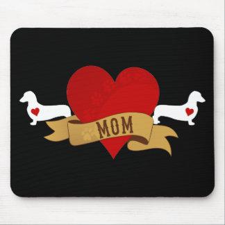 Mamá del Dachshund [estilo del tatuaje] Mouse Pads