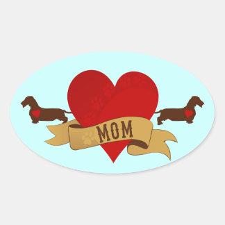 Mamá del Dachshund [estilo del tatuaje] Pegatina Ovalada