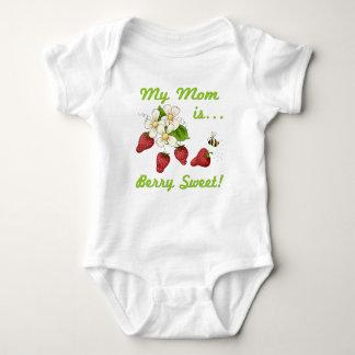 Mamá del dulce de la baya mameluco de bebé