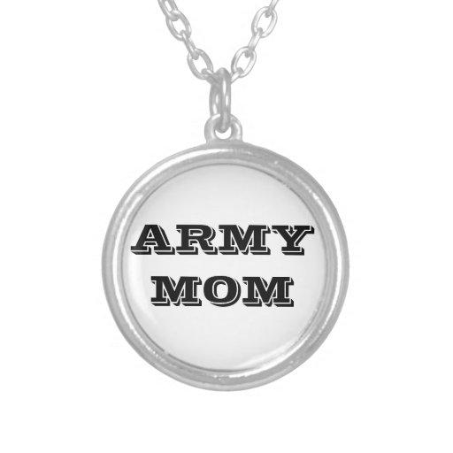 Mamá del ejército del collar