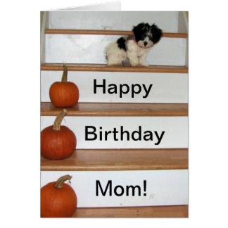 Mamá del feliz cumpleaños - perrito y calabaza tarjeta de felicitación