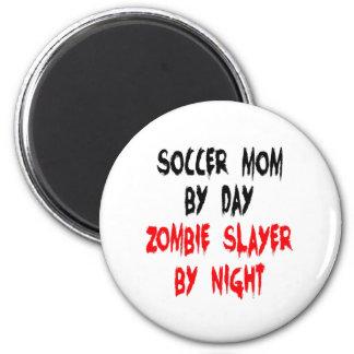 Mamá del fútbol del asesino del zombi imán redondo 5 cm