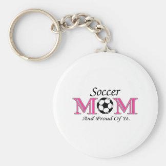 Mamá del fútbol y orgulloso de él llavero redondo tipo pin