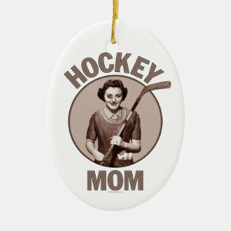 Mamá del hockey adorno navideño ovalado de cerámica