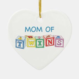Mamá del ornamento de los gemelos adorno navideño de cerámica en forma de corazón
