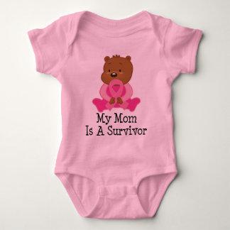 Mamá del superviviente del cáncer de pecho mameluco de bebé