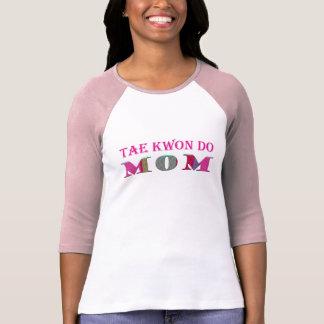 Mamá del Taekwondo - más diseño de los deportes w/ Playeras