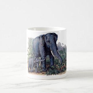 Mamá del vintage y elefante del bebé taza clásica