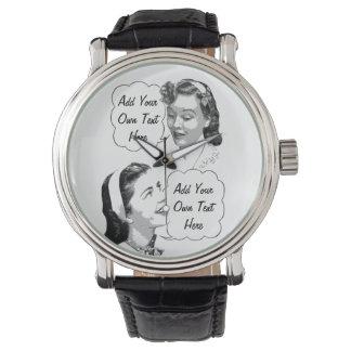 Mamá e hija retras reloj de mano
