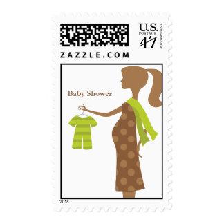 Mamá elegante a ser franqueo de la fiesta de sellos postales