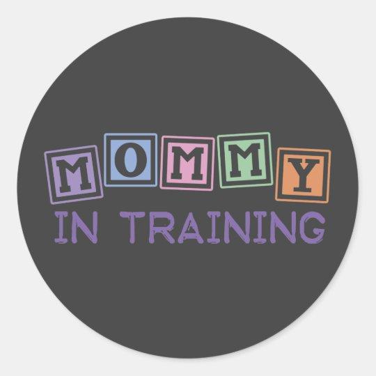 Mamá en el entrenamiento pegatina redonda