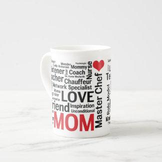 Mamá estupenda multitalentosa asombrosa del día de tazas de porcelana