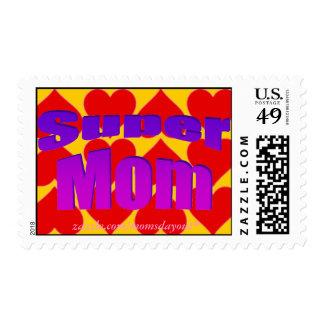 ¡Mamá estupenda! Púrpura en sellos de los corazone