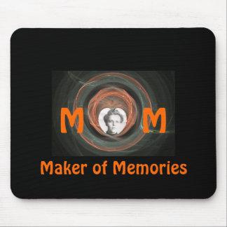 Mamá, fabricante de memorias tapetes de ratones