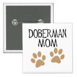 Mamá grande del Doberman de las patas Pins