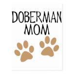 Mamá grande del Doberman de las patas Tarjetas Postales