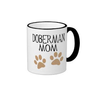 Mamá grande del Doberman de las patas Tazas De Café