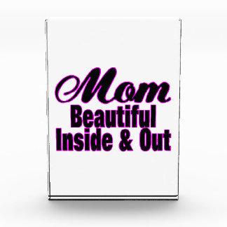 Mamá hermosa dentro y hacia fuera