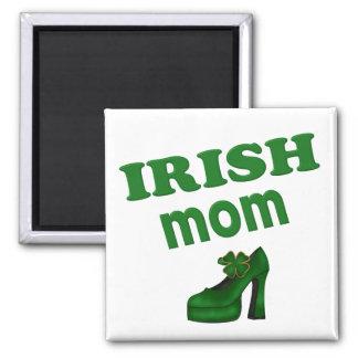 Mamá irlandesa con el tacón alto imán cuadrado