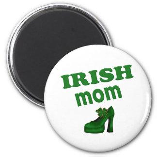 Mamá irlandesa con el tacón alto imán redondo 5 cm