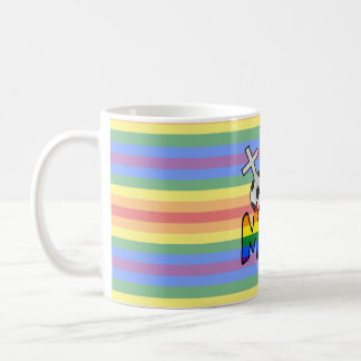Mamá lesbiana del fútbol (con el arco iris) taza básica blanca