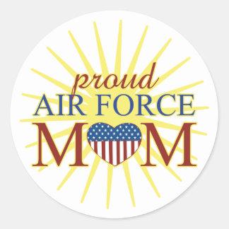 Mamá orgullosa de la fuerza aérea pegatina redonda