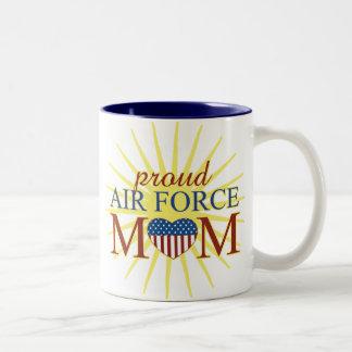 Mamá orgullosa de la fuerza aérea taza dos tonos