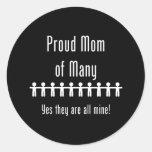 Mamá orgullosa de muchos - 10 niños pegatina redonda