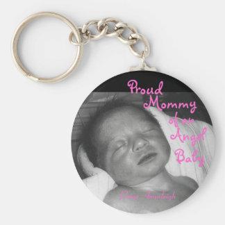 Mamá orgullosa de un bebé del ángel llavero redondo tipo pin