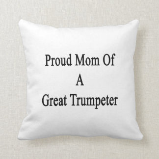 Mamá orgullosa de un gran trompetista almohada