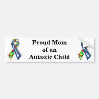 Mamá orgullosa de un niño autístico etiqueta de parachoque