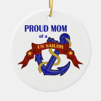 Mamá orgullosa de un ornamento del marinero de los adorno redondo de cerámica