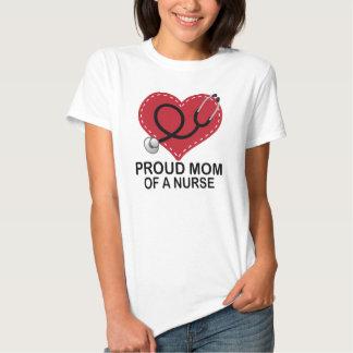 Mamá orgullosa de un regalo del corazón de la camisas