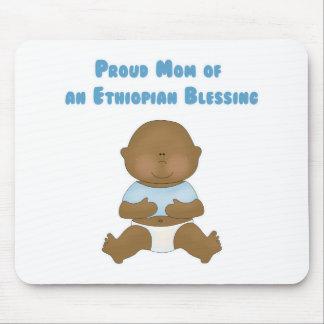 Mamá orgullosa de una bendición etíope mouse pad
