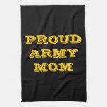 Mamá orgullosa del ejército de la toalla de cocina