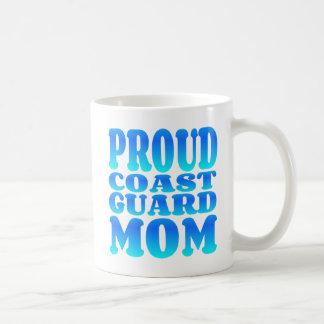 Mamá orgullosa del guardacostas taza clásica