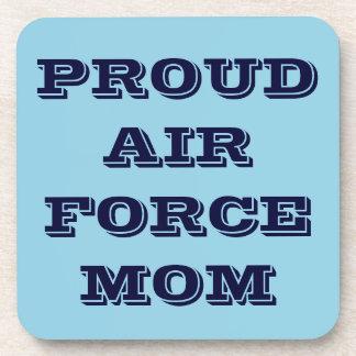 Mamá orgullosa determinada de la fuerza aérea del  posavasos de bebida