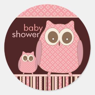 Mamá Owl y búho del bebé en rosa y Brown Etiqueta Redonda