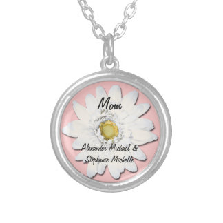 Mamá personalizada de la margarita rosada/blanca collar plateado