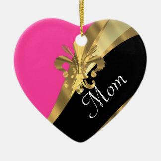 Mamá personalizada flor de lis rosada adorno navideño de cerámica en forma de corazón