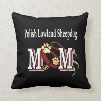Mamá polaca del perro pastor de la tierra baja