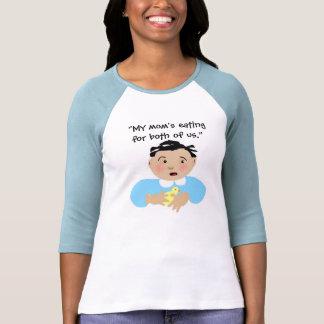 """""""Mamá que come para nosotros dos """" Camiseta"""