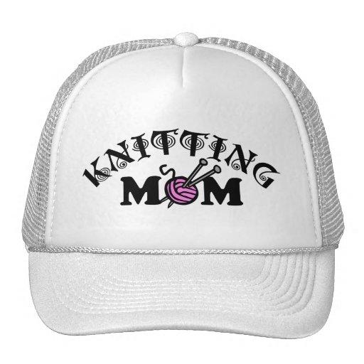 Mamá que hace punto gorras
