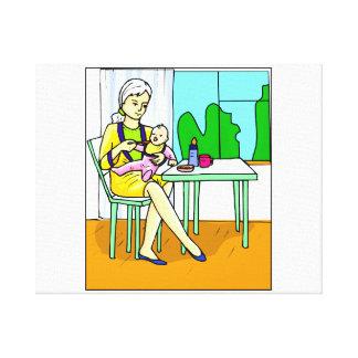 Mamá que se sienta en el bebé de alimentación grap impresión en tela