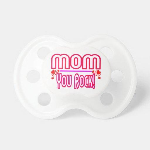 Mamá que usted oscila chupete de bebé