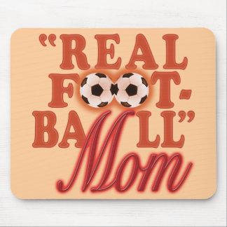Mamá real del fútbol (puesta del sol) alfombrillas de raton