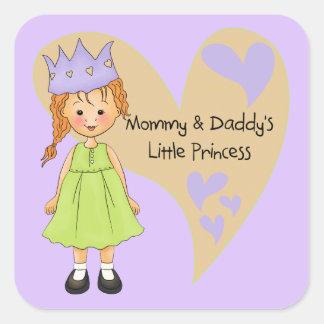 Mamá roja del pelo y la princesa del papá calcomania cuadrada personalizada
