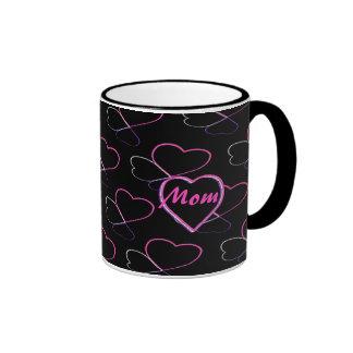 MAMÁ rosada de los corazones del amor Tazas De Café
