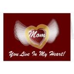 ¡Mamá, usted vive en mi corazón! - Personalizar Felicitaciones