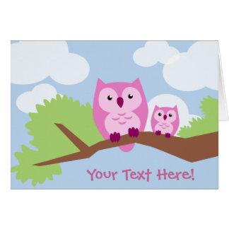 Mamá y bebé rosados lindos del búho tarjeta de felicitación